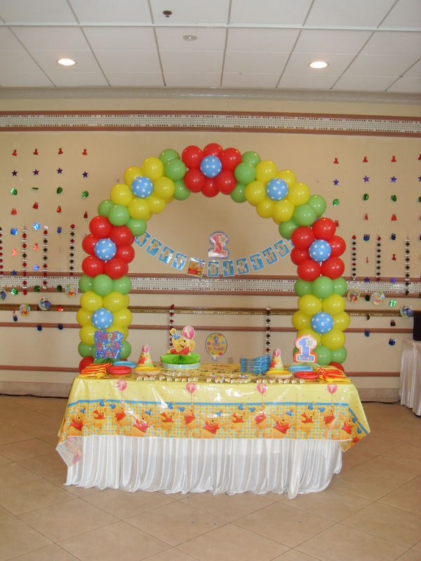 Winnie the pooh party decorations by teresa for 1st birthday balloon decoration images