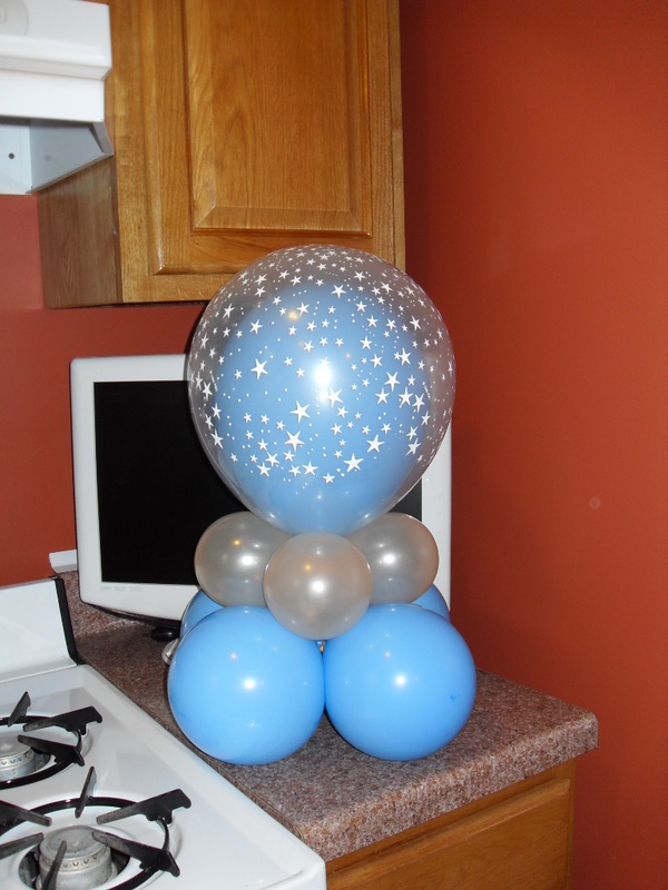 Hot air balloons baby shower centerpieces hot girls for Air filled balloon decoration ideas