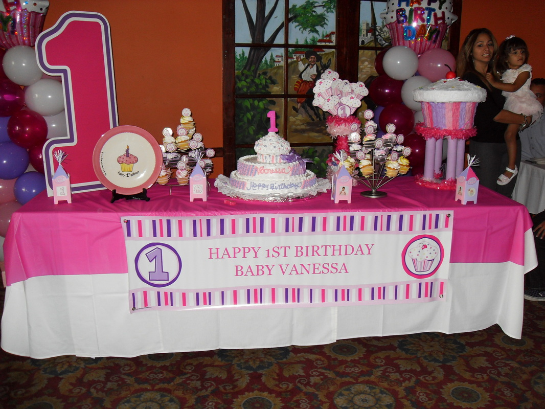 Cupcake party party decorations by teresa - Decoration table restaurant gastronomique ...